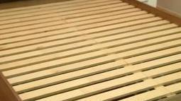 drewniane łóżko 2